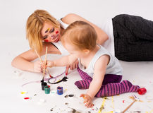 Pretty young mother and daughter drawing Royalty Free Stock Images