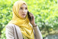 Pretty young muslim woman having a conversation on the phone. Royalty Free Stock Photos
