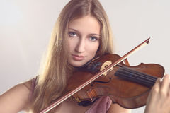 Pretty young violinist playing the violin Stock Photography