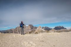Pretty young woman in italien dolomites, south tyrol, italien alps, tre cime di lavaredo royalty free stock photos