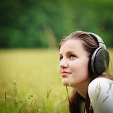 Pretty young woman listening to music Royalty Free Stock Images