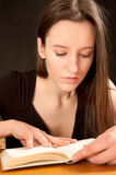 Pretty young woman reading a book Royalty Free Stock Photos