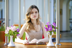 Pretty young woman sitting in the cafe Royalty Free Stock Images