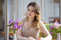 Pretty young woman sitting in the cafe Royalty Free Stock Photos