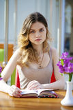 Pretty young woman sitting in the cafe Stock Images