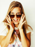 Pretty young woman wearing sunglasses and summer hat, fashion pe Royalty Free Stock Images
