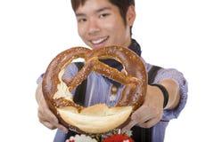 pretzel ατόμων εκμετάλλευσης &pi Στοκ φωτογραφία με δικαίωμα ελεύθερης χρήσης
