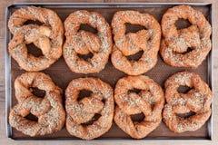 Ψημένο pretzel σε δύο γραμμές Στοκ φωτογραφία με δικαίωμα ελεύθερης χρήσης