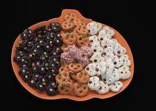 Pretzel Critters σοκολάτας αποκριών στοκ φωτογραφίες