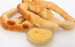 Pretzel e mostarda macios Imagem de Stock Royalty Free