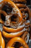 pretzeles Sal-sacados el polvo Foto de archivo libre de regalías