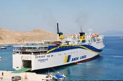 Prevelis渡轮,哈尔基岛 免版税库存图片