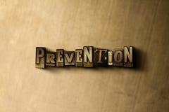 PREVENCIÓN - primer de la palabra compuesta tipo vintage sucio en el contexto del metal Fotos de archivo