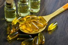 Preventivpillerar för fiskolja royaltyfri fotografi