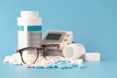 Preventivpillerar medicinsk bakgrund royaltyfria foton