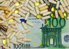 Preventivpillerar och eurosedel arkivbilder