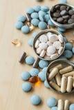 Preventivpillerar och multivitamins Royaltyfri Bild