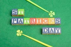 PreviewSave aan een lightbox vindt Gelijkaardige St Patrick& x27; s dag Stock Afbeelding