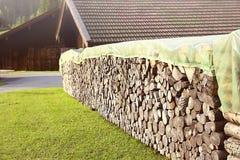 Previsto, leñera, almacén y preservación de la madera en Baviera del patio trasero foto de archivo libre de regalías