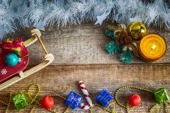 Prezentów pudełka, Bożenarodzeniowe zabawki, sania Zdjęcia Royalty Free