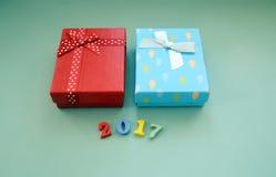 Prezentów pudełka na błękitnym tle obraz royalty free