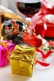 Prezentów pudełka z czerwonym winem fotografia royalty free