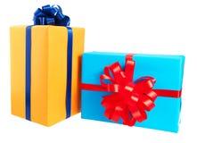 prezentów pudełka zawijający w kolorowym papierze Zdjęcie Royalty Free