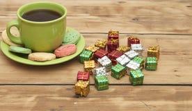 Prezentów pudełka z kolorowym ciastkiem Zdjęcia Royalty Free