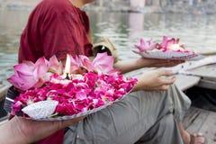Prezent dla nieżywych ludzi w Ganga rzece varanasi indu Zdjęcie Stock