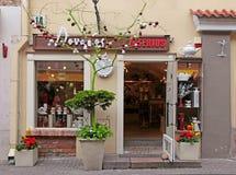 Prezent i wystrój robimy zakupy z dekoracyjnym drzewem w Starym miasteczku Viln Obrazy Stock
