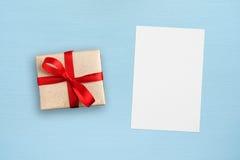 Prezenta kartka z pozdrowieniami i pudełko Zdjęcia Stock