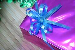 Prezenta pudełko barwiący faborki układający pięknie Obrazy Royalty Free