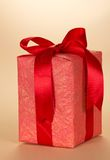 Prezenta pudełko dekorował z faborkiem i łękiem Zdjęcie Royalty Free
