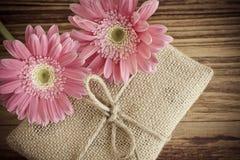 Prezenta pudełko i róża kwiat Zdjęcie Stock
