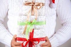 Prezenta pudełko w ręce zdjęcia royalty free