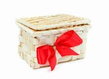 Prezenta pudełko z czerwonym łękiem na białym tle Zdjęcie Royalty Free
