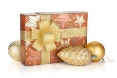 Prezenta pudełko z faborku, łęku i bożych narodzeń wystrojem Fotografia Stock