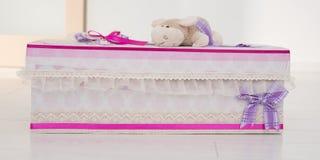 Prezenta pudełko z małą zabawką nad nim Obraz Royalty Free