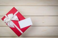 prezenta pudełko z pustą biznesową imię kartą obraz royalty free