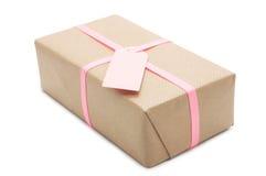 Prezenta pudełko z różowym faborkiem i etykietką. Zdjęcie Royalty Free