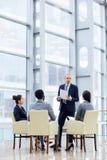 Prezentaci spotkanie w centrum biznesu obraz royalty free