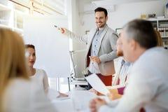 Prezentacja i współpraca ludźmi biznesu zdjęcie royalty free