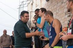 Prezentacja niezapomniane filiżanki zwycięzcy rocznik rasy ` boże narodzenia Biega ` w Mi ` ilya w Izrael Obrazy Royalty Free