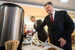 Prezydent Ukraina Poroshenko i NATO-WSKA sekretarka - generał Jens Fotografia Stock