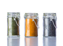 Prezzemolo, curry e Poppy Seeds su fondo bianco Immagine Stock