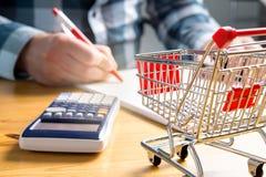 Prezzi in aumento della drogheria e dell'alimento fotografie stock libere da diritti