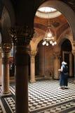 Prière ortodoxo do en de Fidèle (église de la Sainte-Trinité - Vienne - Autriche) Fotos de Stock Royalty Free