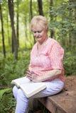 Prière aînée de femme Image stock