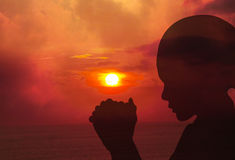 Prière au coucher du soleil Images libres de droits