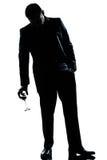 Prière d'agenouillement d'homme de silhouette intégrale Photos libres de droits